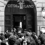 Coda davanti al Piccolo Teatro per Vita di Galileo di Brecht, 1963, Foto Archivio Piccolo Teatro