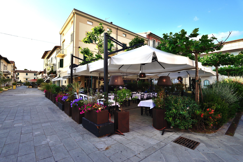 I bar di forte dei marmi fondazione villa bertelli forte dei marmi - Il giardino forte dei marmi ...