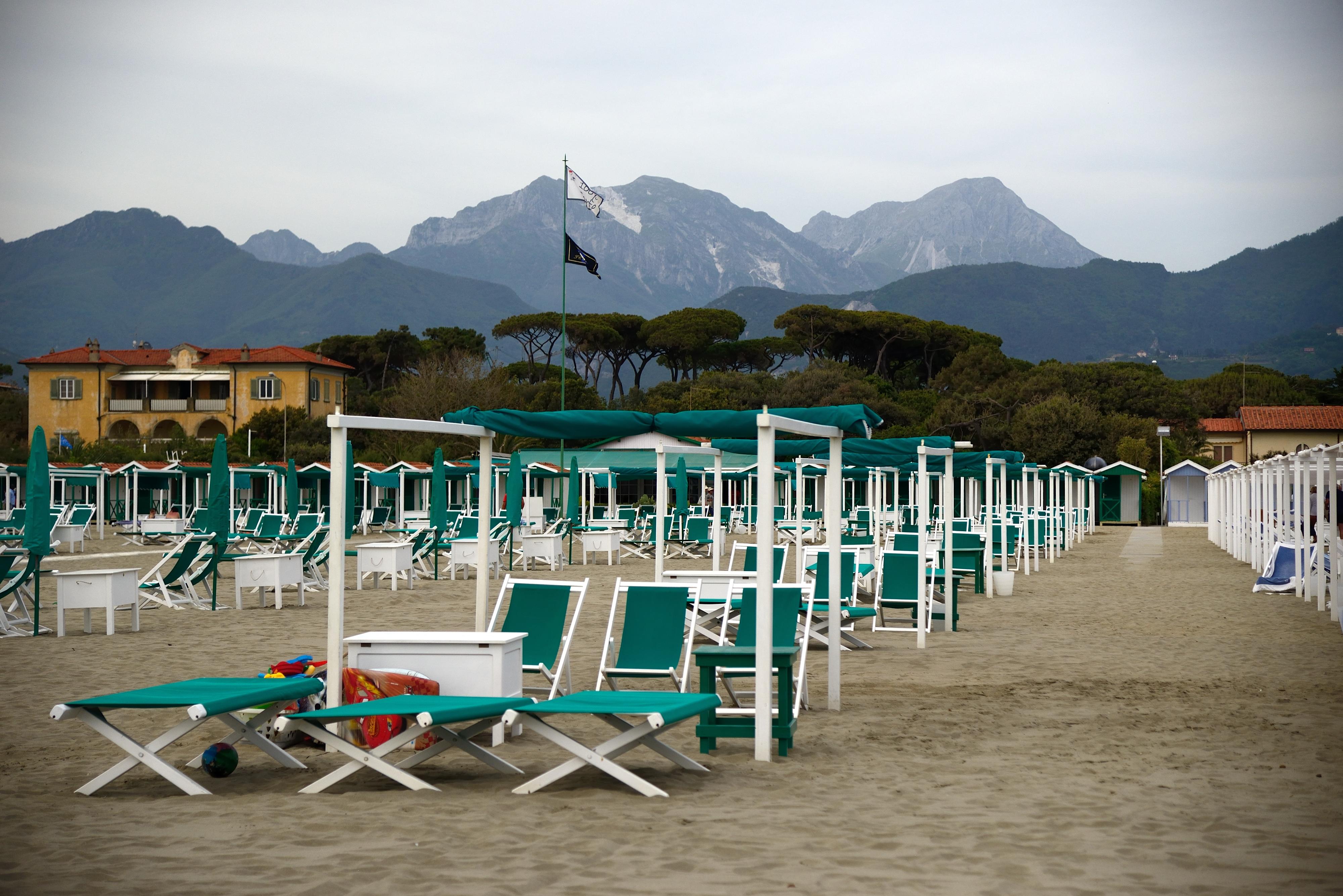 La spiaggia di forte dei marmi fondazione villa bertelli forte dei marmi - Il giardino forte dei marmi ...