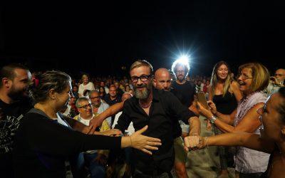 Marco Masini colora Villa Bertelli insieme ad un ospite a sorpresa